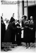 Maria José visita l'Istituto di Sanità Pubblica (Roma)
